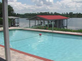 LEGOLAND, Lake Front Home W/ boat dock, Winter Haven