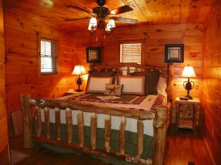 Private and Secluded Log Cabin in the Smokies, Gatlinburg