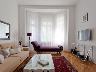 Pure luxury,Castle area, for 6,free WI-FI,Smart tv