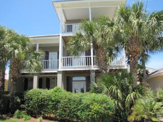 Caribe*Walk to the beach!*Nicely updated!*Big TV!, Destin
