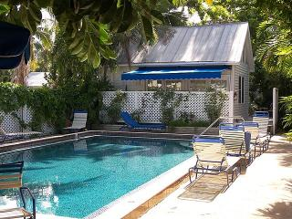 Tranquility Sweet Cottage in Intimate Compound, Key West