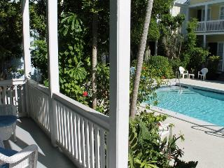 Conch Wind - Spacious Townhome in Private Compound, Key West
