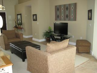 Living room with seating for 6, TV, Blueray, cable TV.
