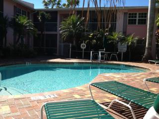 A Tropical 1Br Retreat on a Florida Isle