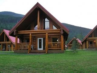 Spectacular Mountain Views,Large Chalet for Family, Yoho National Park