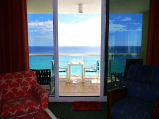 Beautiful Corner Unit with Unobstructed View !