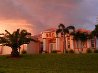 Villa Bella Vista -Luxury Gulf Access Pool Home, Cape Coral