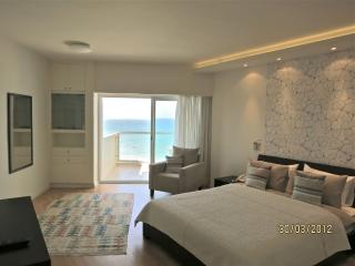 Beach front residence at the Sharon Hotel, Herzliya