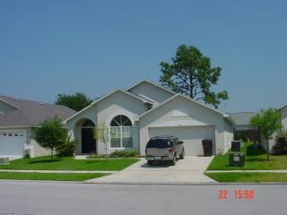 Individually Designed Luxury Villa with a Pool and Grill, Kissimmee