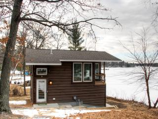 Serene 1BR Lakefront Cabin Just 3 Miles from Downtown Brainerd w/Wifi, Deck & Amazing Lake Views - Great Year-Round Fishing & Canoe Provided for Guest Use!