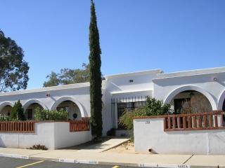 Lovely Well Furnished Villa near Pool and Golf, Green Valley