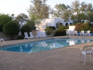 Lovely Well Furnished Villa near Pool and Golf