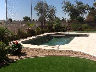 GOLF COURSE, HEATED POOL,  PUTTING GREEN IN YARD, Gilbert