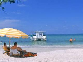 Waterfront Caribbean style 2b,1.5b.Town House U-420, Private Beach, Tampa Bay