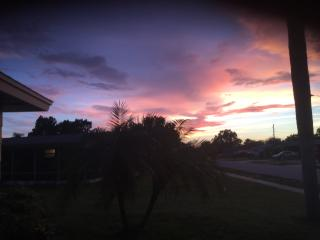 WATERFRONT SUNSET BEAUTY - PLENTY OF FUN AND SUN, New Port Richey