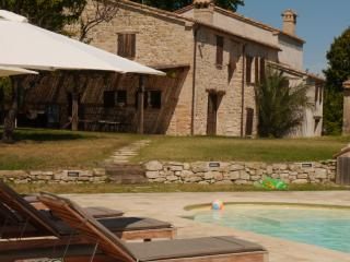 Secluded and luxurious - Restored, Villa Marchessa