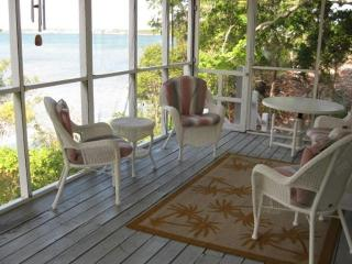 Waterfront Cottage   1500 per week   1000 add'l we