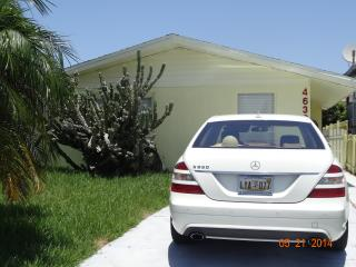 Newly Remodeled 2 bedroom, 2 bath Home on Canal, New Port Richey