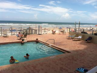 Direct Ocean Front 2 BR/2 BA, Daytona Beach