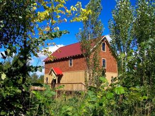 BARN COTTAGE*PontoonBoat*OPEN ALL YEAR*, Benzonia