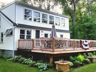 Charming 3BR Rushford Lake House w/Expansive Deck & Large Dock Nearby- Just Across the Street From the Lake & Semi-Private Beach!, Caneadea