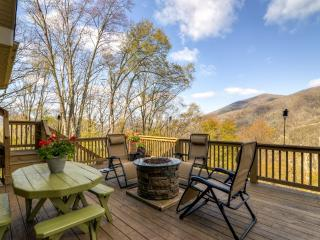 Majestic 3BR Maggie Valley Home on 1.5 Private Acres w/2 Fireplaces, Screened