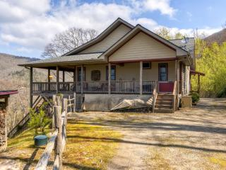 Maggie Valley Home w/Mtn Views & Screened Porch!