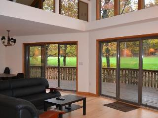 Modern Golf Course House On The Lake Wallenpaupack, Greentown