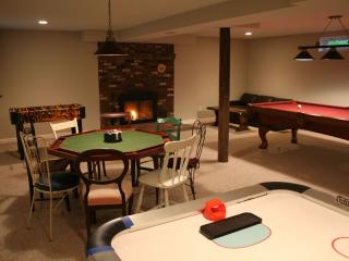Maple View House 3 fireplaces, sauna, jettub 4 TVs, North Conway
