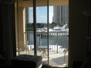 The Yacht Club at Aventura. Waterview Condo
