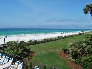 Beach Front Condo!! 2 BR 2 BA Great Location!, Destin