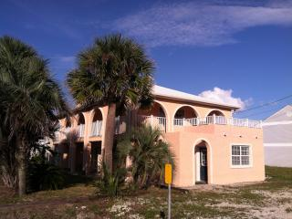 Vacation home next to White Sand Beach