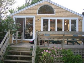 Charming Waterview Cottage, Wellfleet