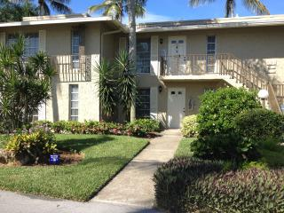 2 BDRM condo in Naples Glades country club, Nápoles