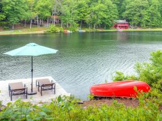 Warm & Contemporary 3BR Hawley House w/Private Dock, Fireplace & Wifi - Prime Waterfront Location on Florence Lake! Near Hiking, Biking & More