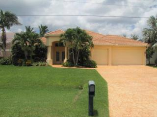 Gulf Access Waterfront Wonderland with Heated Pool, Cape Coral