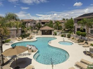 STUNNING VIEW 2 BDRM 2 BATH RESORT LIKE CONDO, Scottsdale