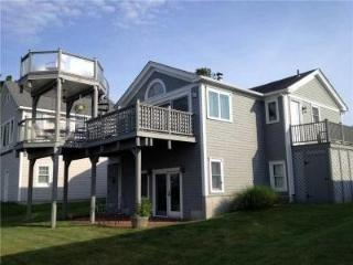 You won't believe this deck! Narragansett beach house with ocean view