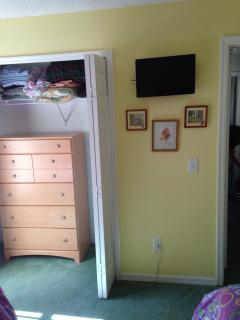 Kids Twin Room with Open Closet & Tall Chest