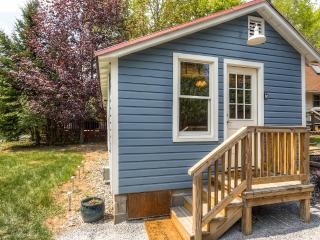 Charming, Recently Renovated Bolton Landing Cottage w/Wifi & Private Patio – Great Adirondack Mountains Location! Walking Distance to Shops, Beaches & More