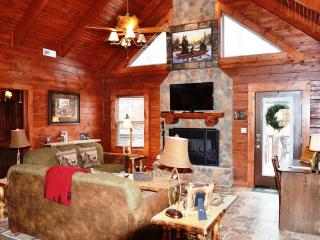AMAZING 4 BD 4 BTH CABINS,HOT TUB,GRILL,FIREPLACE, Ridgedale
