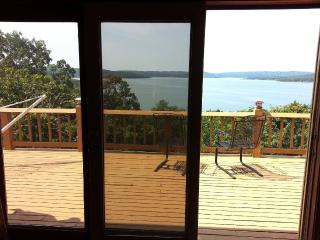 Amazing Lake Front & View, Private Home, Sleeps 10, Newly Renovated, Indian Point