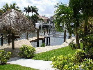 Cape Coral Canal Front Home Htd Pool Spa Game Rm