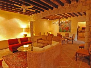 GORGEOUS SLEEPS 6 WITH BEDOUIN TENT, FIREPLACE, San Miguel de Allende