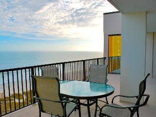Oceanfront Penthouse 3 bedroom, Luxury!