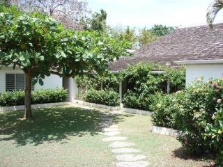 Jamaican villa on prestigious Round Hill, Montego Bay