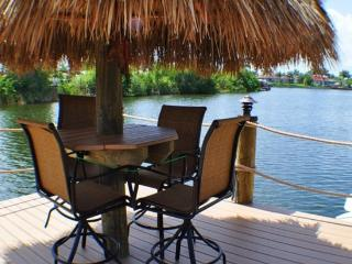 Villa Lista - NEW, Salt Water Pool & Spa, Tiki Hut, Cape Coral