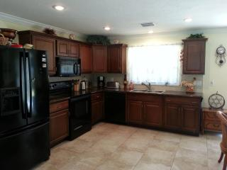 2 BED, 2 BATH - 5 MINUTES TO SIESTA KEY BEACH!