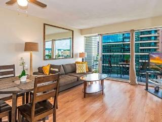 Great Location, Upgraded 2 Bedroom Waikiki Condos!, Honolulu