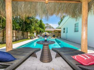 Coral Ridge Tiki Hut Vacation Home- mins to Beach!, Fort Lauderdale